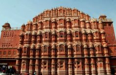 This image has an empty alt attribute; its file name is hawa-mahal.jpg