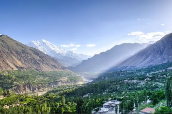 This image has an empty alt attribute; its file name is hunza_valley_hdr.jpg