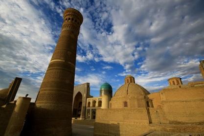 This image has an empty alt attribute; its file name is uzbekistan-buihara-arhitektura-2.jpg
