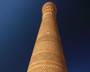 This image has an empty alt attribute; its file name is uzbekistan-minaret.jpg