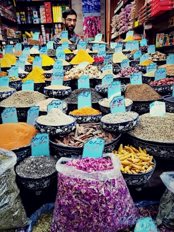 This image has an empty alt attribute; its file name is iran-c5a0iraz-bazar-1.jpg