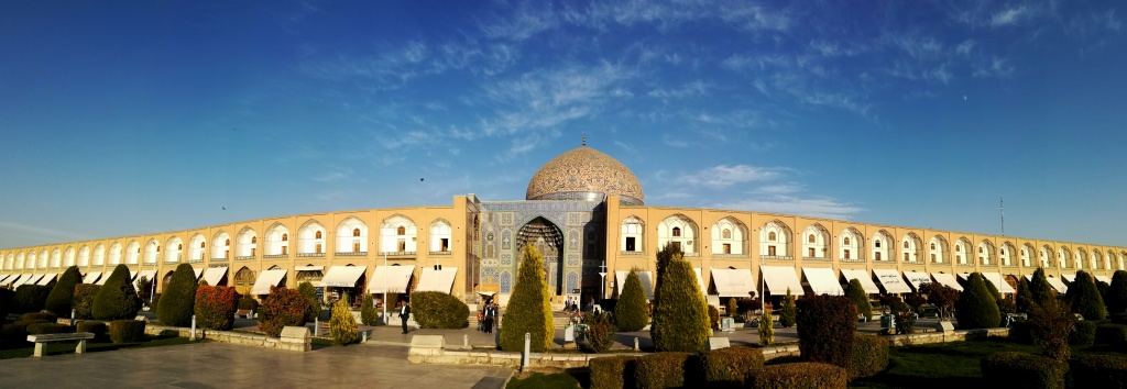 This image has an empty alt attribute; its file name is iran-esfahan-osrednji-trg.jpg